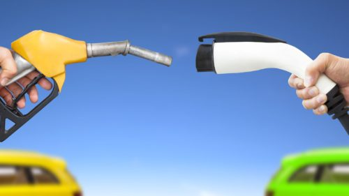 Comparație   Sunt mașinile electrice, într-adevăr, mai puțin poluante decât cele pe benzină și motorină?