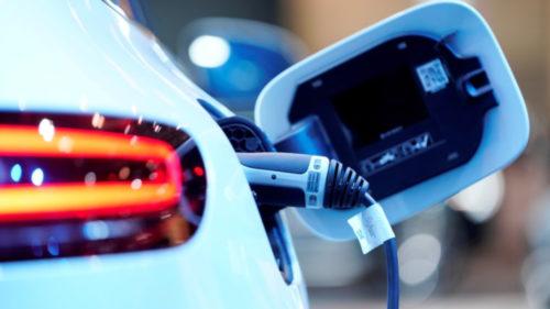"""2021, anul mașinilor electrice: cum vor intra vânzările """"în priză"""""""