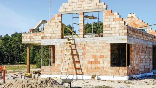 Ce au de gând să facă românii cu banii strânși în pandemie: piața imobiliară e la mare căutare