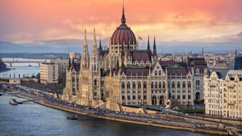 Dacă nu ai mers încă în vacanță, Budapesta este la distanță de un bilet CFR