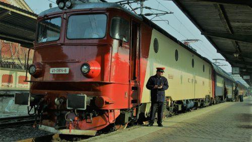 Care-i problema cu trenurile CFR și ce s-ar putea face ca să nu mai stai cu orele în câmp
