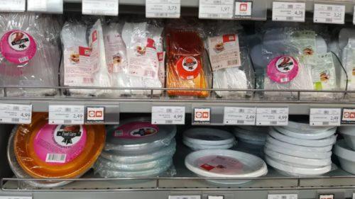 Se schimbă regulile pentru magazine, dar și pentru cumpărători. Legea plasticului a fost adoptată