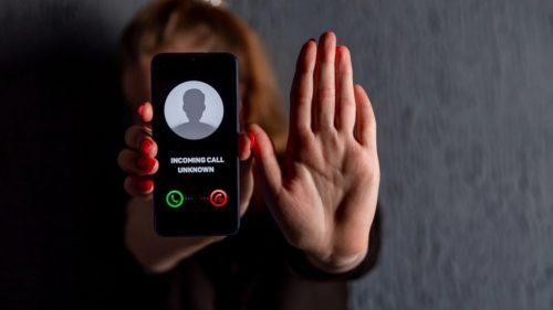 Ai grijă cui răspunzi la telefon, te-ar putea costa scump: avertismentul experților care ne vizează pe toți