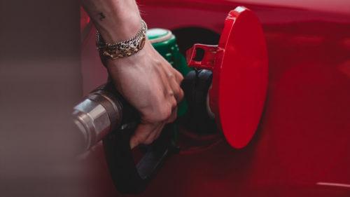 Toți românii cu mașini pe benzină și motorină, grav afectați. Prețurile de la pompă o pot lua razna
