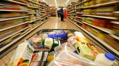Românii plătesc alimente de bază mai scumpe decât polonezii sau maghiarii, deși avem aproape cele mai mici salarii din UE