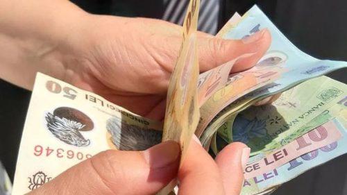 Salariul minim din România, schimbat, din nou: ce se va întâmpla cu impozitul, ce angajați sunt vizați
