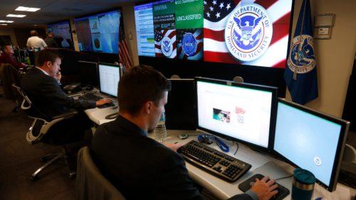 Extremismul și terorismul de pe Facebook, o nouă scuză pentru autorități: cum te afectează pe tine