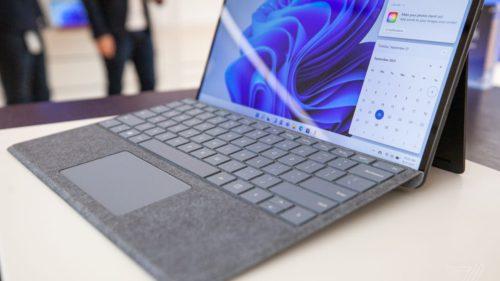 Microsoft rupe gura târgului cu noua sa tabletă: cum te poate ajuta la muncă