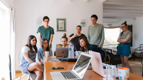 Provocările Generației Z, în 2021: lipsa resurselor și a educației financiare, ghidarea în carieră și gestionarea emoțiilor