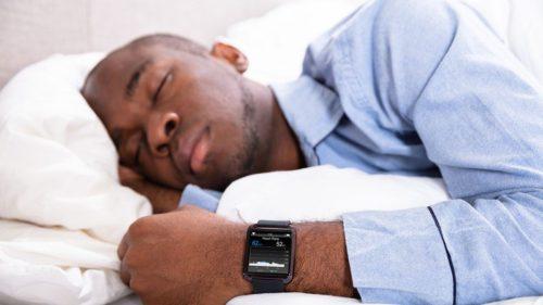Cum îți face viața mai ușoară smartwatch-ul de la Fitbit: e de folos în timpul somnului