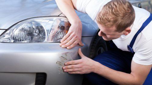 Soluții creative pentru a scăpa de zgârieturile de pe mașină: trucurile care te scapă de un drum la service