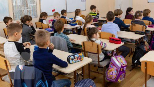 Școlile din România, foarte aglomerate. Câți elevi trebuie să aibă un profesor, cât de gravă este situația acum