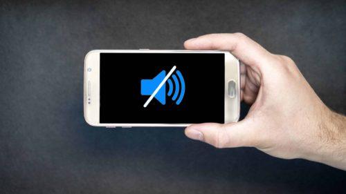 """De ce urăsc tinerii să vorbească la telefon: ce este, de fapt, """"generația pe silent"""""""