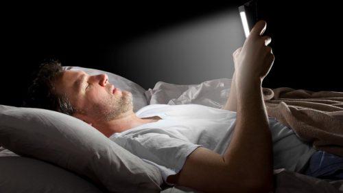 Ce greșeală face toată lumea, înainte de culcare: are legătură cu telefonul tău mobil