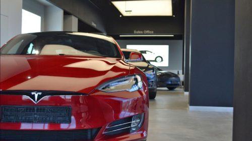 Tesla este din nou în lumina reflectoarelor, iar de data asta nu e de bine
