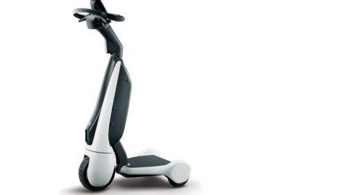 Toyota lansează noul scuter electric. Pentru cine este conceput vehiculul pe trei roți, unde îl găsești