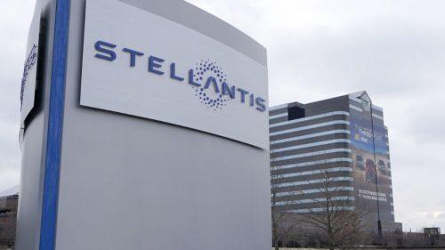 Stellantis nu cedează în fața crizei de microcipuri: cărui sector se dedică