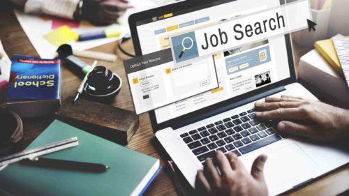 Cât de repede îți găsești un job, ca student: ce se cere pe piața muncii