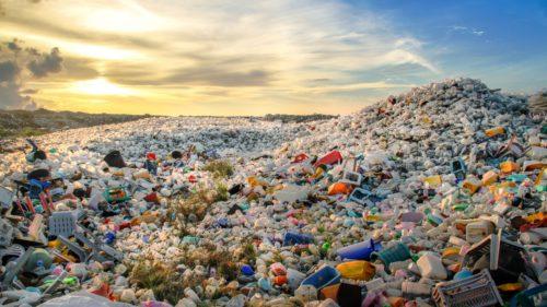 Cine ne îngroapă planeta în plastic: pe ce locuri sunt Coca-Cola, Pepsico, Unilever și alții