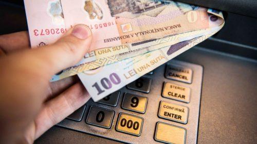 Ajutorul important pentru 1,9 milioane de români: cu cât crește salariul minim pe economie, de când